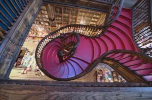 Escada_LivrariaLello